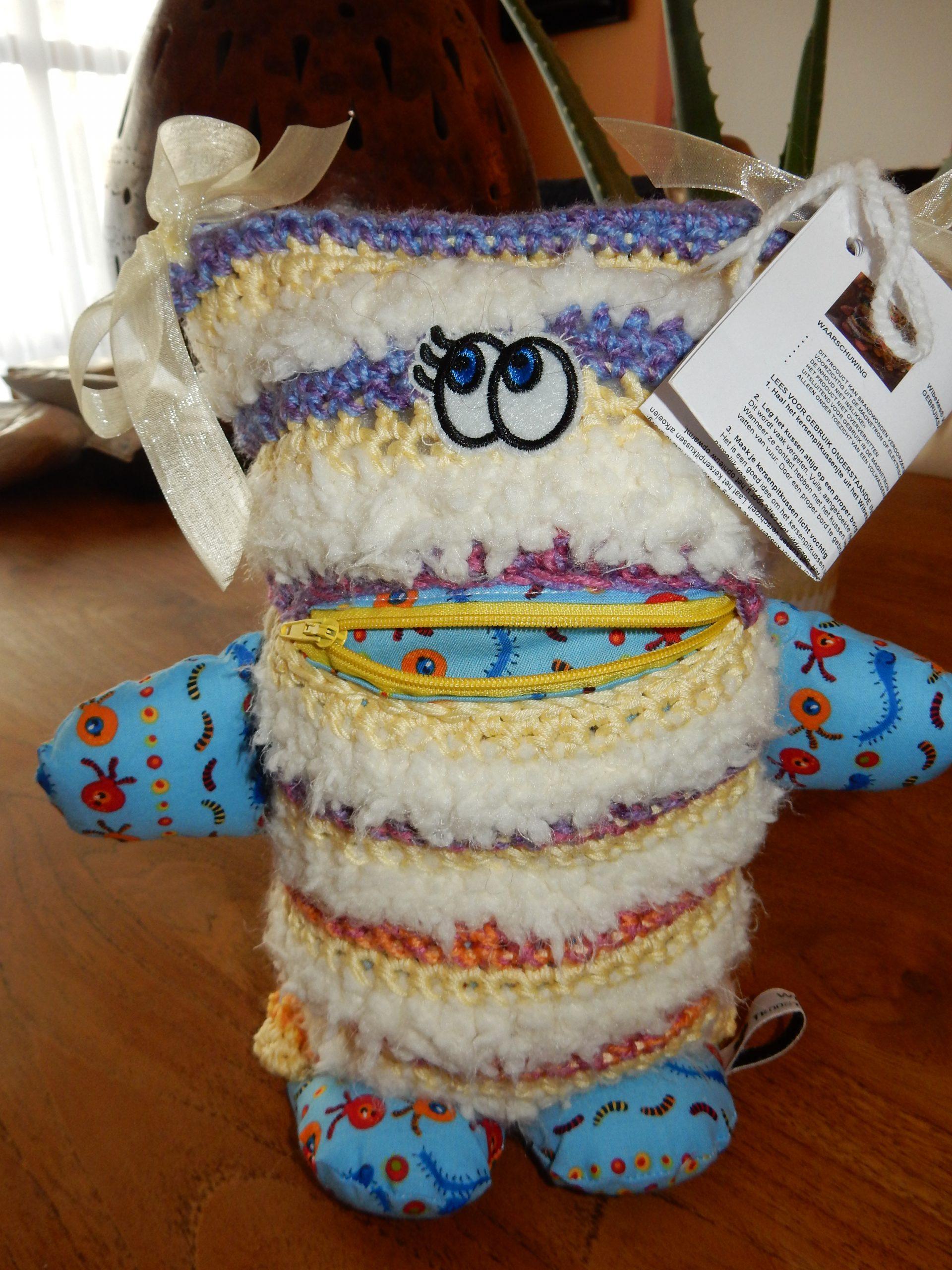 NIEUW !!!! Wibekes Warm Troostvriendje (met kersenpitkussentje) - Happy colours  -- GERESERVEERD